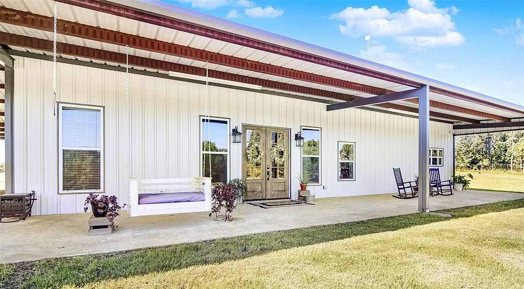 texas steel home with porch